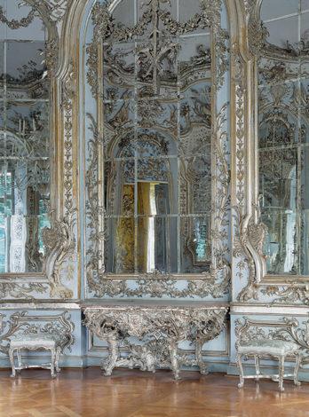 Riesige Spiegelscheiben barock umrahmt in der Amalienburg in Nymphenburg