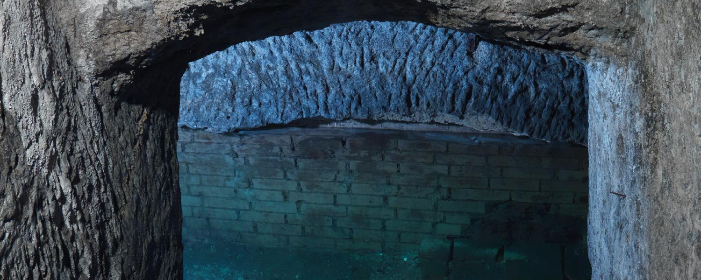 Blick in wassergefülltes Kellergewölbe