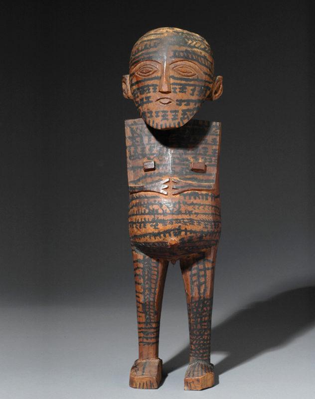 weibliche, nackte Holzfigur komplett mit Muster bemalt