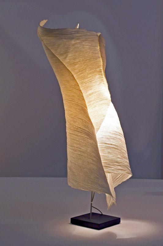 Längliche Papierlampe