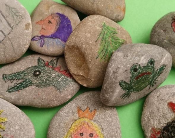 Steine mit Märchenfiguren bemalt