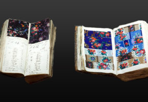 Zwei Stoffmusterbücher